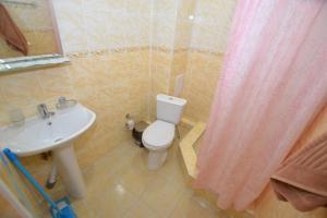Ванная комната в Guest House Azov