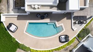 A view of the pool at Santo Maris Oia Luxury Suites & Spa or nearby