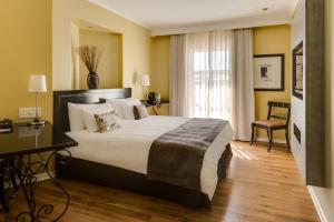 A bed or beds in a room at Protea Hotel by Marriott Bloemfontein