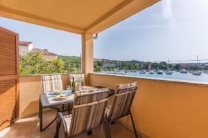 A balcony or terrace at Apartments Insula Aurea