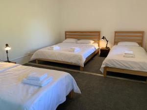 A bed or beds in a room at Gomkers Guest House