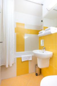 A bathroom at Hotel Bratislava
