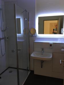 Ein Badezimmer in der Unterkunft Hotel Stadt Magdeburg
