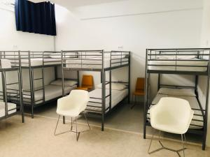 A bunk bed or bunk beds in a room at Albergue la Estacion