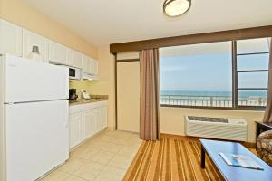 A kitchen or kitchenette at RUSHHH Daytona Beach, Tapestry Collection by Hilton