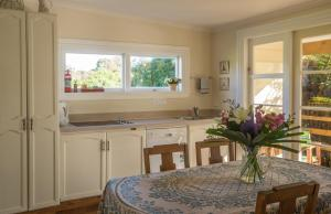 A kitchen or kitchenette at Theatre Royal Hotel