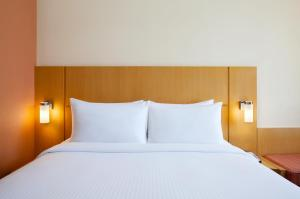 Ibis Singapore on Bencoolen (SG Clean) tesisinde bir odada yatak veya yataklar
