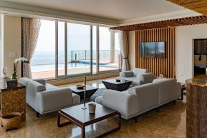 Ein Sitzbereich in der Unterkunft Lighthouse Golf & Spa Hotel