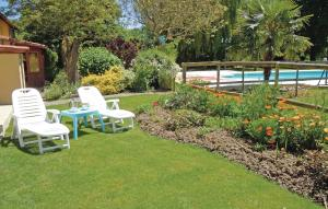 The swimming pool at or near Holiday Home Domaine Tournesol