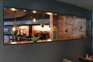 The lounge or bar area at Novotel Milton Keynes