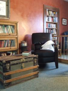 The library in the bed & breakfast
