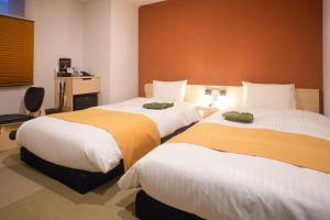 A bed or beds in a room at Hotel Kuretakeso Hiroshima Otemachi