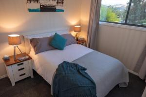 A bed or beds in a room at Tully Cottage B&B