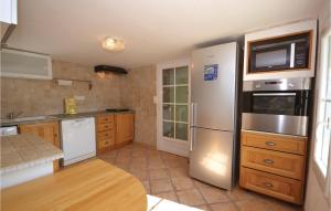 A kitchen or kitchenette at Three-Bedroom Holiday Home in Bagard