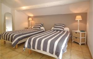 A bed or beds in a room at One-Bedroom Holiday Home in Bollene