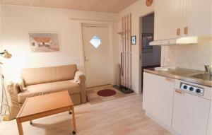 Ett kök eller pentry på One-Bedroom Holiday home Lärbro 0 06