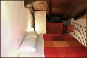 A bed or beds in a room at Le Pagliare Del Gran Sasso