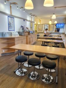 The lounge or bar area at ibis budget Erfurt Ost
