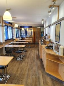 A restaurant or other place to eat at ibis budget Erfurt Ost