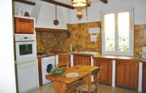 A kitchen or kitchenette at Holiday home Mormoiron KL-954