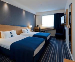 A bed or beds in a room at Holiday Inn Express Antwerpen City North