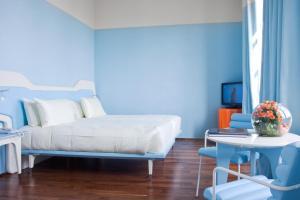 A bed or beds in a room at iH Grande Albergo Delle Nazioni