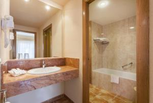 Salle de bains dans l'établissement Zafiro Can Picafort
