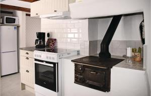A kitchen or kitchenette at Two-Bedroom Holiday Home in Tjallmo
