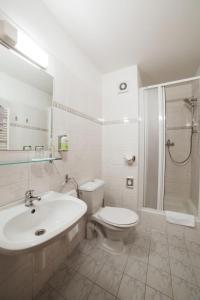 Koupelna v ubytování Hotel Dalimil