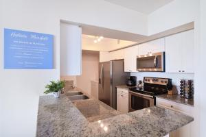 A kitchen or kitchenette at Intracoastal Yacht Club by Hosteeva