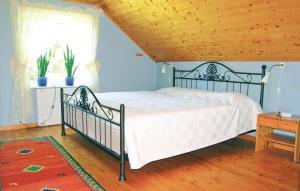 Säng eller sängar i ett rum på Holiday home Svalungebyn Mellerud