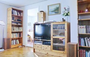En tv och/eller ett underhållningssystem på Holiday home Södra Möckleby Degerhamn