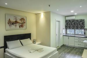 A kitchen or kitchenette at Tredi 18 Residence
