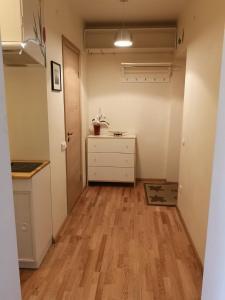 Virtuvė arba virtuvėlė apgyvendinimo įstaigoje Tulpių apartamentai