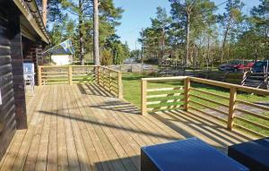 En balkong eller terrass på Holiday home Vånevik/Oskarshamn Oskarshamn