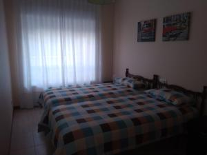 A bed or beds in a room at Apartamento playa Samil