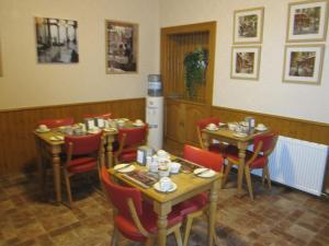A restaurant or other place to eat at Beeches Aberdeen