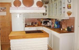 A kitchen or kitchenette at Holiday home Kvarnbergsvägen Saltsjö-Boo