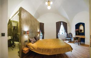 Postel nebo postele na pokoji v ubytování Holiday Home Liten with Fireplace 01