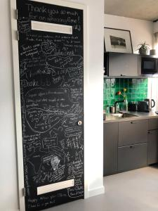 Een keuken of kitchenette bij Chez Odette - free bikes & private car parking