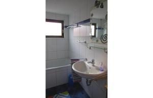 Ein Badezimmer in der Unterkunft Ferienhaus Holunderweg A