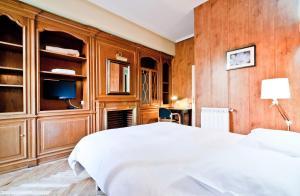 A bed or beds in a room at Hostal Asunción