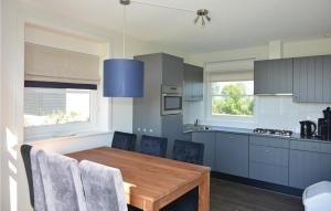 Een keuken of kitchenette bij Holiday Home Bodelaeke-Wiedenwoning