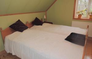 Säng eller sängar i ett rum på Holiday home Västra Rågrena Bodafors