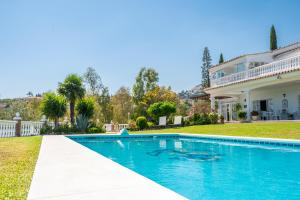 The swimming pool at or near Cubo's Villa Las Colinas