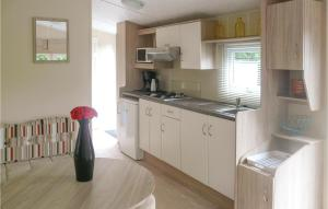 A kitchen or kitchenette at Comfort C