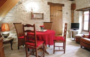 A restaurant or other place to eat at Holiday home La Fayolle O-565