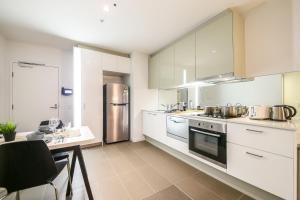 A kitchen or kitchenette at Cadenza on Spencer in Melbourne CBD