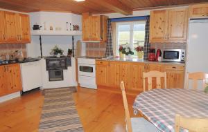 Ett kök eller pentry på Holiday home Västra Rågrena Bodafors