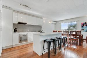 A kitchen or kitchenette at 41 Cronulla Avenue